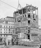 The demolition of the Pabst Hotel with Hammerstein's Victoria Theatre in the background.