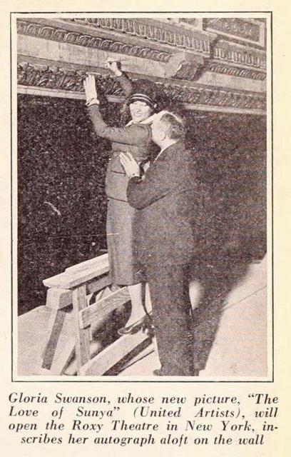 Gloria Swanson inscribes name NY Roxy 02 25 1927