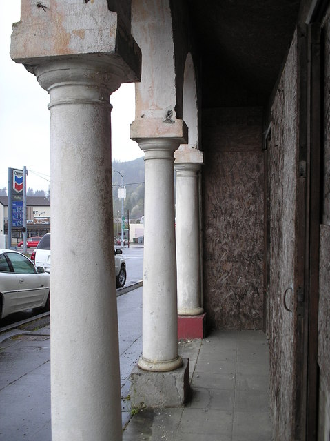 Entry arcade
