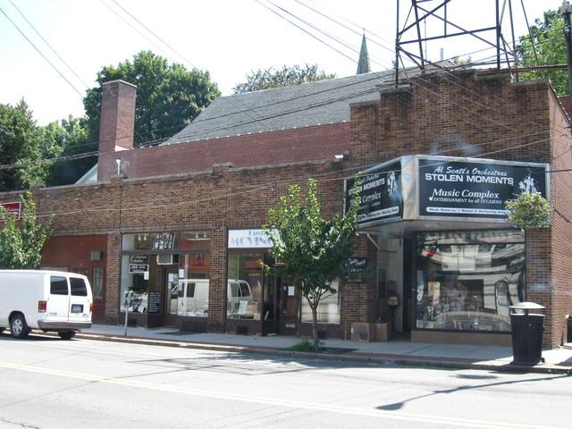 39 Cedar Storefronts