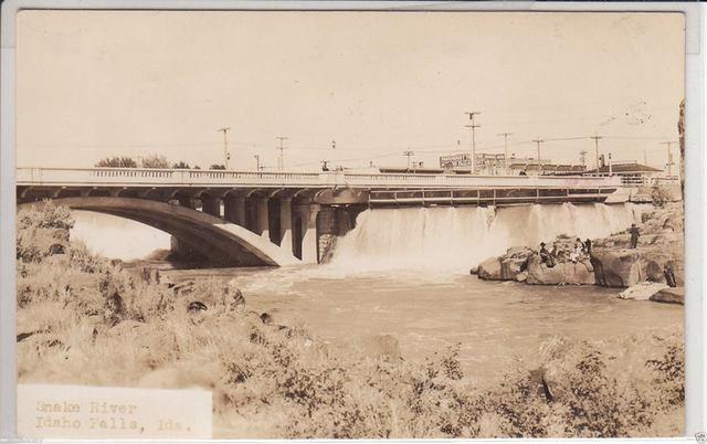 1941 photo courtesy Bruce Longmore.