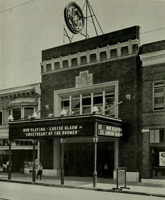 UC Theatre, 1917