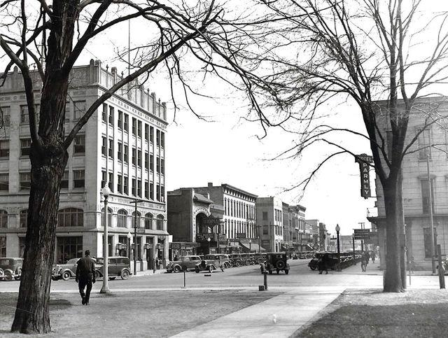 Utopia left of center. April 29, 1935 Photo credit Bill Smith.