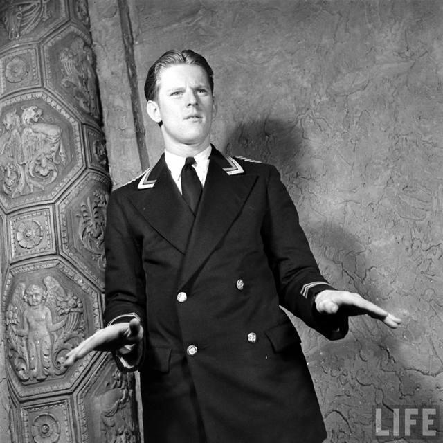 LIFE Magazine series on the KENOSHA Theatre, 1938 (Bernard Hoffmann photo)