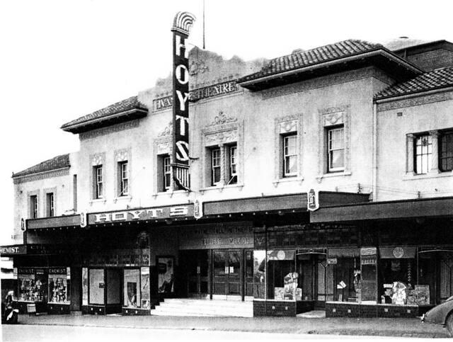 Hoyts Ivanhoe Theatre 226 Upper Heidelberg Road, Ivanhoe, VIC  - 1943