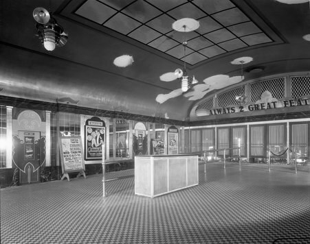 Crisper, larger version of the lobby image. Photo credit Chicago History Museum.