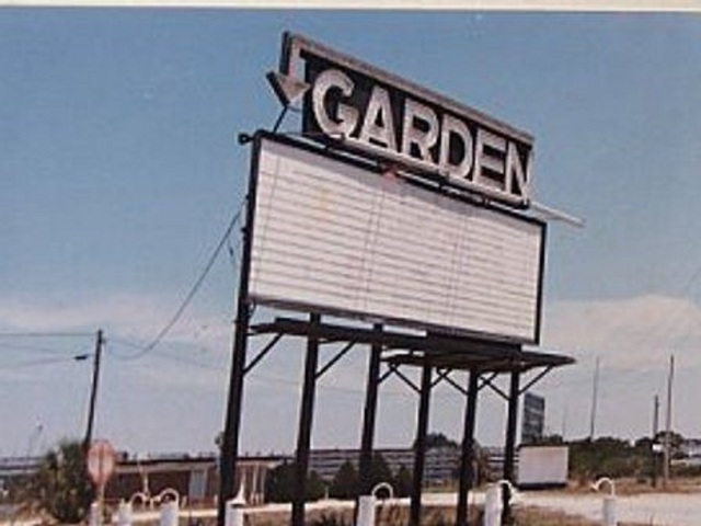 Tyrone Garden Auto Drive-In
