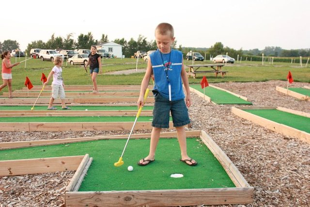 Free putt-putt golf and other games