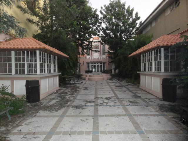 Antiguo Teatro Fox Delicias en Plaza Muñoz Rivera, Ponce, Puerto Rico