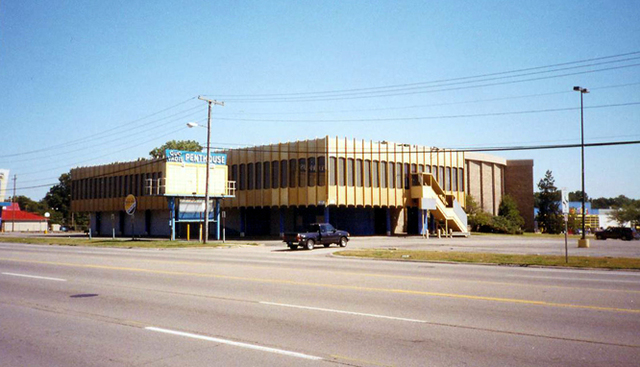 Quo Vadis Entertainment Center