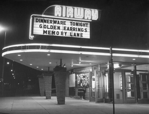 AIRWAY Theatre in Milwaukee, Wisconsin, about 1950 (LIFE Magazine photo)
