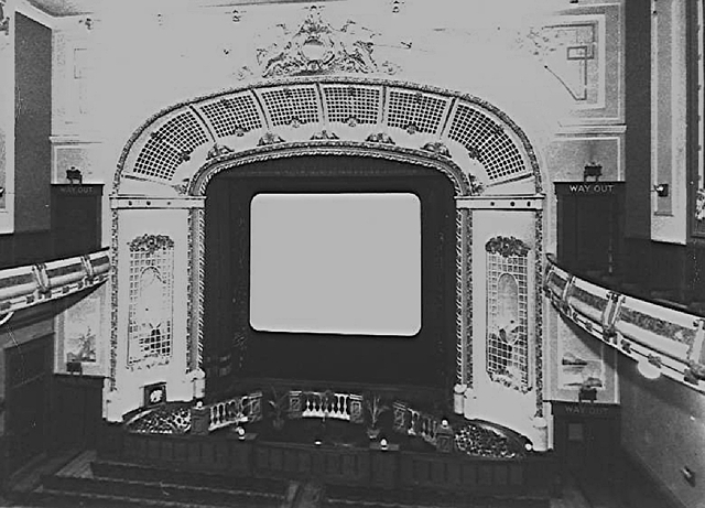 Proscenium prior to the 1938 modernization.