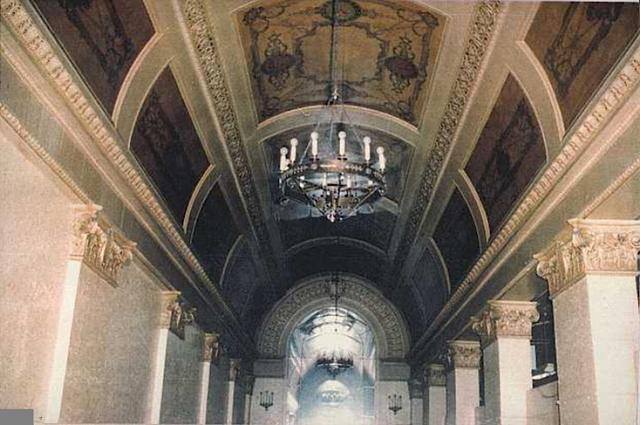 Foyer ceiling – stencilled decoration..