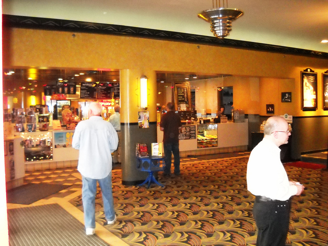Movie theatres in royal oak