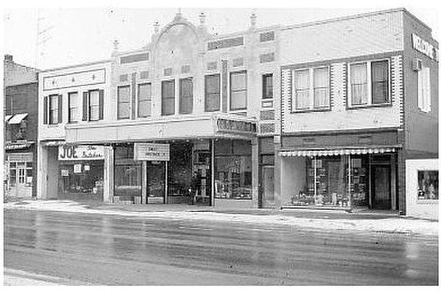 MOMENCE Theatre, Momence, Illinois.