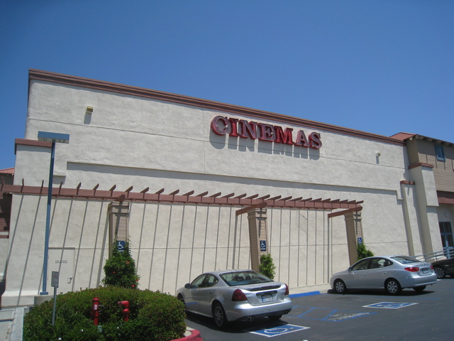 West Face of the UltraStar Poway 10 Cinemas