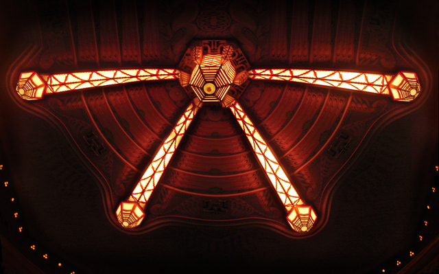 Tuschinksi Theater, main auditorium (Zaal 1), ceiling lamp