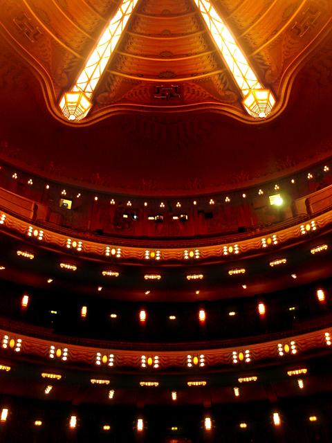 Tuschinksi Theater, main auditorium (Zaal 1), seating & ceiling