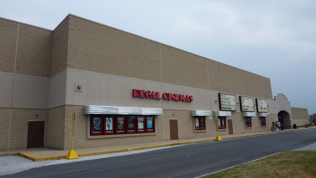 Regal Cinemas West Manchester 13