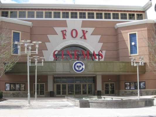 Regal Fox Stadium 16