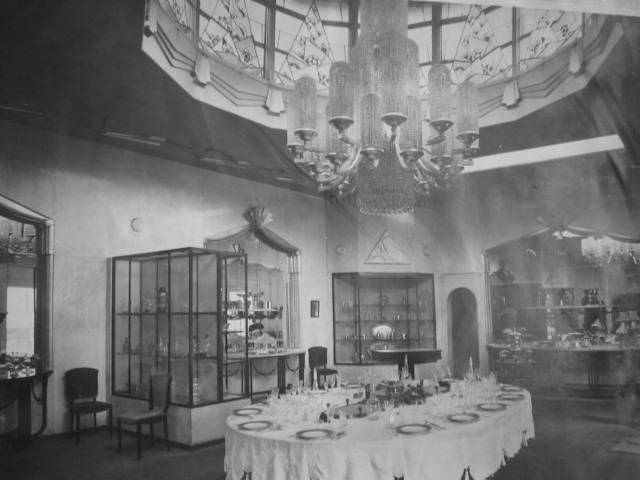Regent Chandelier in 1925 in Paris