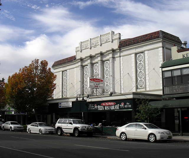 Former Plaza Twin Cinema