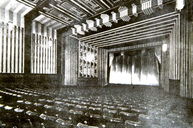 Escenario del Cine METRO de Santiago de Chile, arquitectos Jorge Arteaga y Sergio Larrain GM