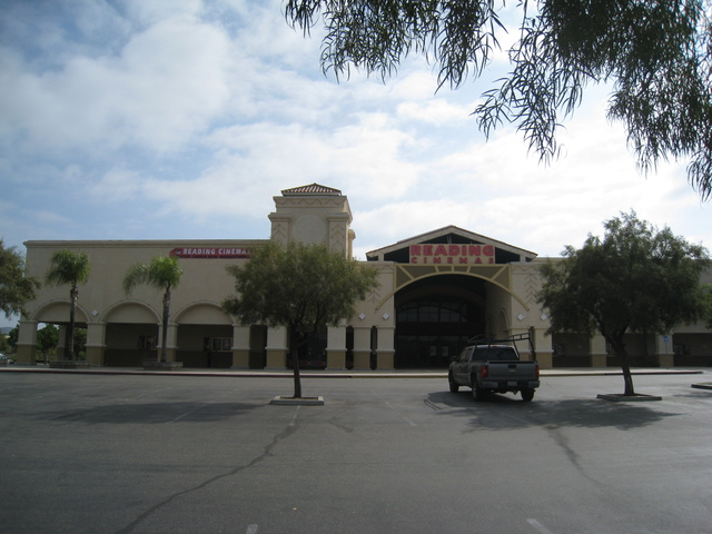 Reading Cinemas California Oaks 17