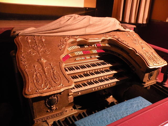 Nice The Mighty Barton Theater Organ Is Intact But Currently Not Operational