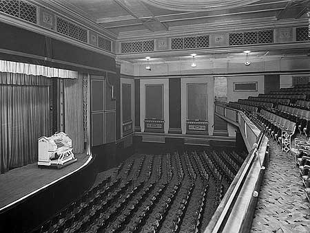 Theatre De Luxe