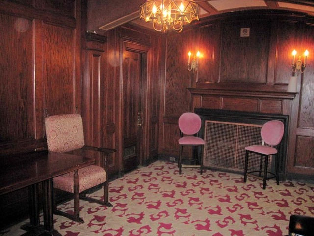 State Theatre (Cleveland) - Men's Lounge