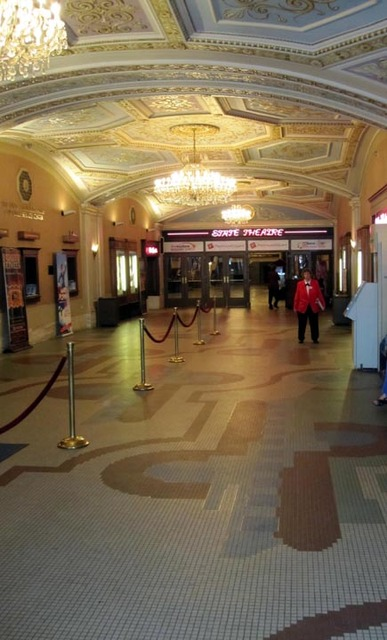 State Theatre (Cleveland) - Entrance Lobby - facing Grand Lobby