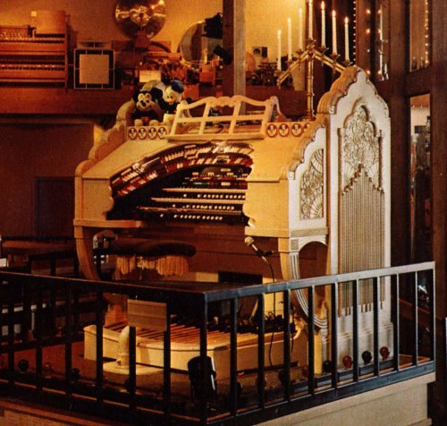 The Paramount Theatere organ