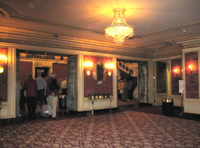 Palace Theatre (Cleveland) - Middle lobby and doors to grand lobby