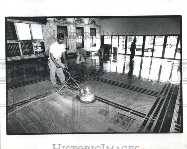 Lobby, 1991