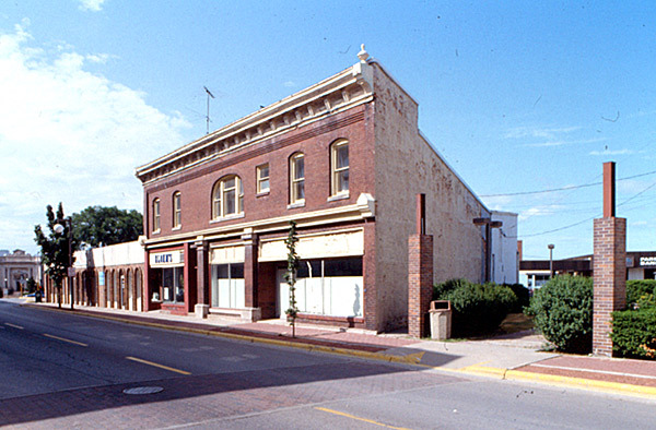 BIJOU Theatre Building; Marinette, Wisconsin. (T. Heggland photo)