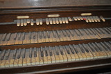 Style 160 Wurlitzer console, closer view of keys and stop tabs