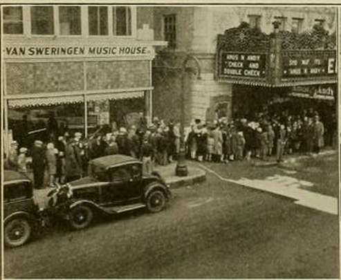 Queue for the Emboyd Theatre, Ft.Wayne, Ind., in 1930