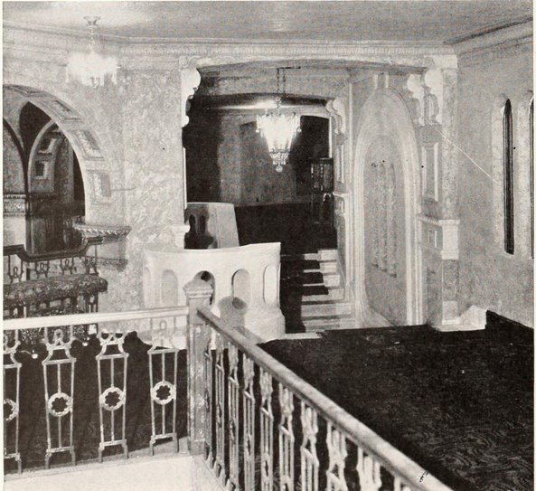 Riviera Theatre, Waterloo, IA in 1927 - Mezzanine Foyer