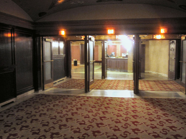 State Theatre (Cleveland, OH) - Passage from inner orchestra foyer to grand lobby