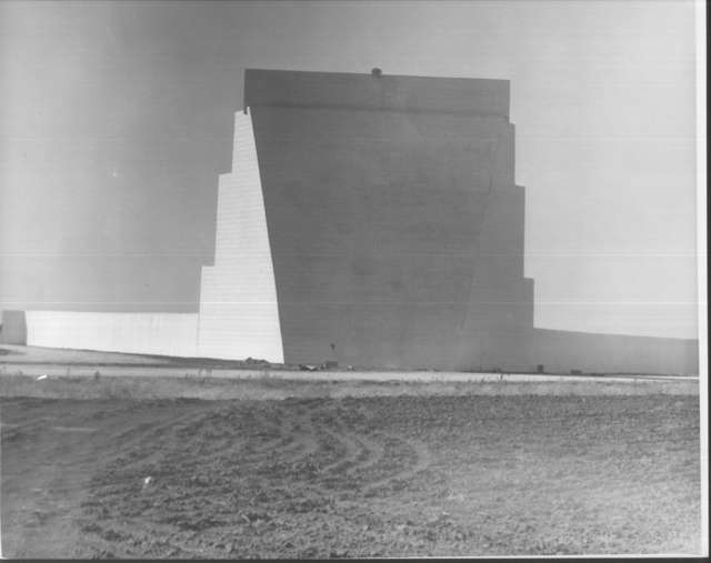 Pampa Drive In screen under construction (year unknow)