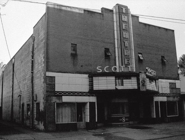 Oneida's Scott Theatre as it wasted away (March 1995)