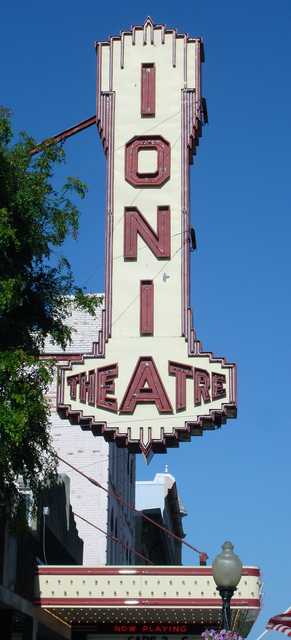 Ionia Theatre, Ionia, MI - vertical sign