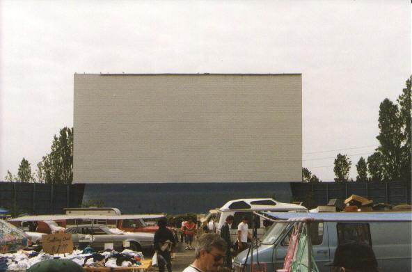 Screen and field
