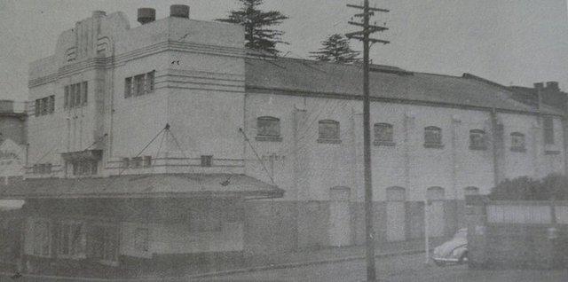 Moderne façade.
