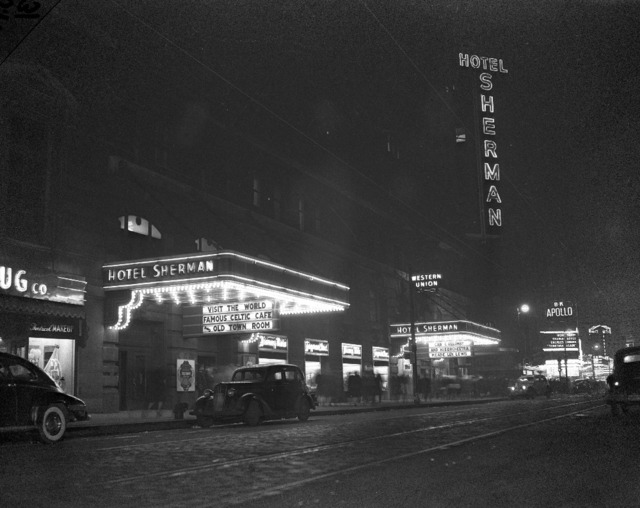 January 1945, Apollo Theatre in the background. Photo courtesy of Greg Russell via Forgotten Chicago FB page.