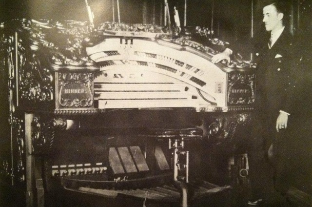 Madison Theater: Peoria, IL. Hinners Theater Organ - 1927