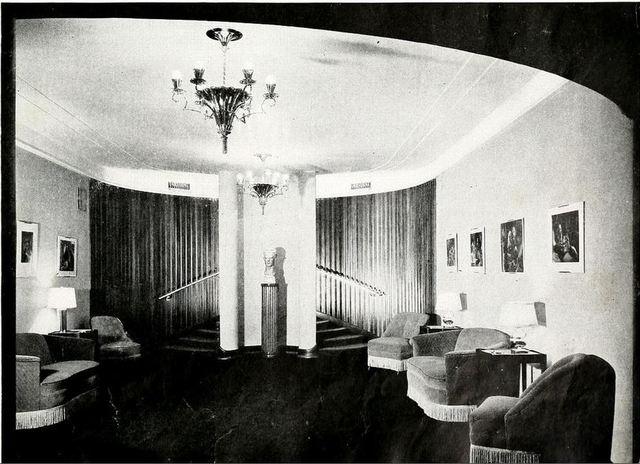 Esquire Theatre, Chicago, IL., in the 1940's - The Little Gallery