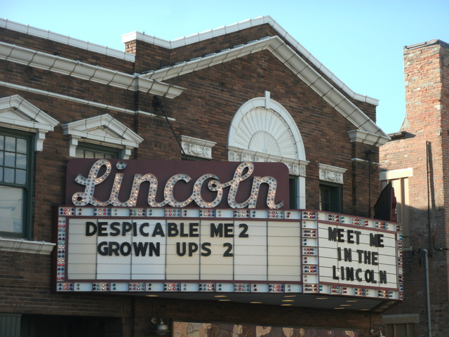 Lincoln Square Theatre
