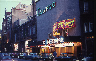 Bellevue Cinerama entrance 1971